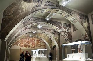 Sala del MNAC amb les pintures murals de Sixena